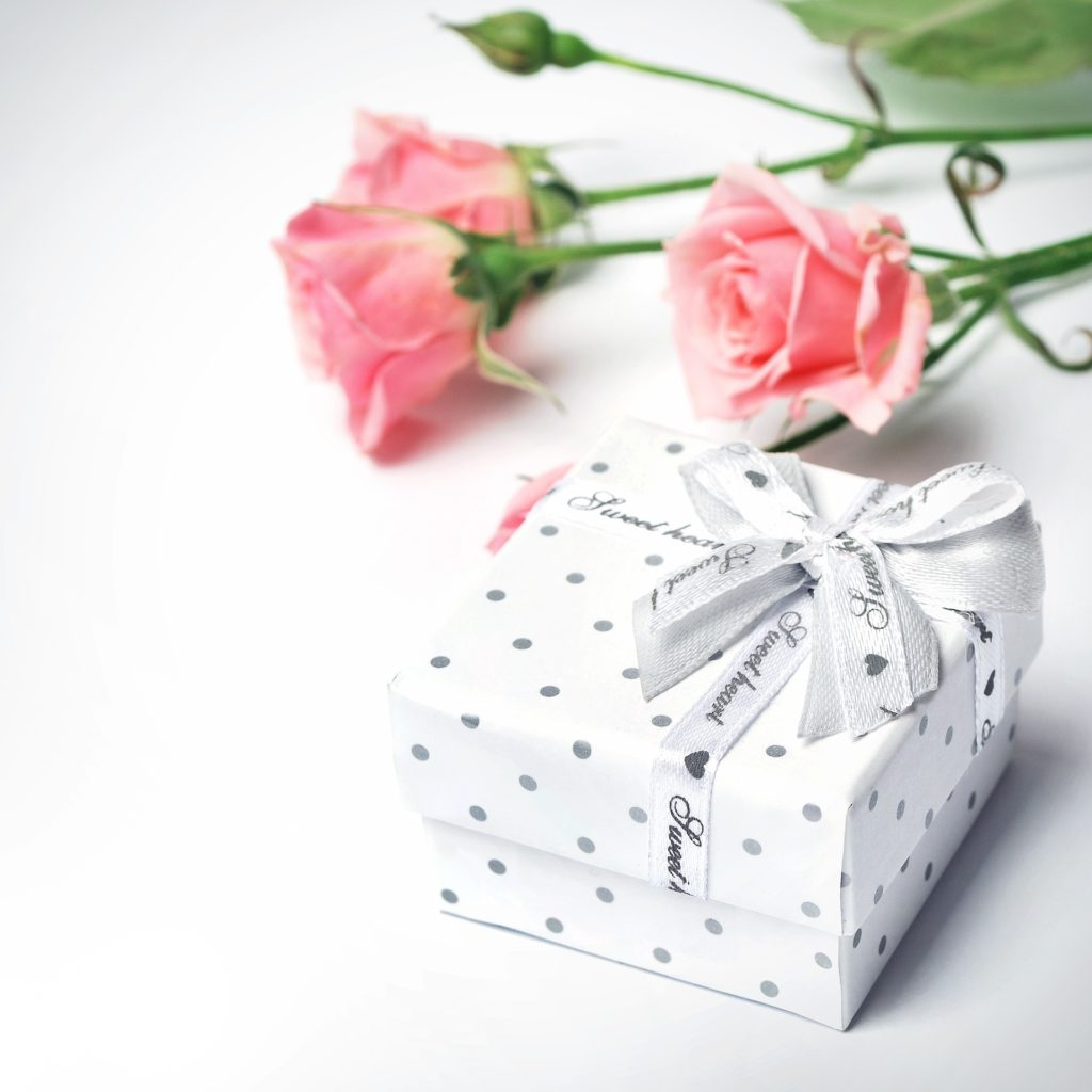 Geschenk zur Taufe mit Rosen